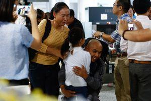 Nghẹn ngào đón ba thuyền viên bị cướp biển Somalia bắt giữ trở về