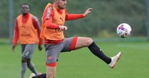 Aaron Ramsey sẵn sàng chiến Reading
