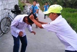 Không nộp tiền cho đàn anh, một học sinh bị đánh hội đồng