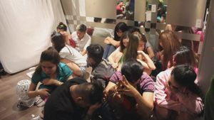 Ổ 'đập đá, hút cỏ' trong khách sạn trung tâm Sài Gòn