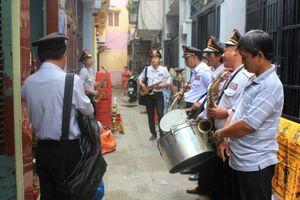 Nơi độc nhất ở Sài Gòn có người 20 năm xin quan tài cho người chết