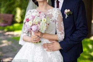 Bị chồng bỏ ngay sau lễ cưới vì mải gửi ảnh, nhắn tin