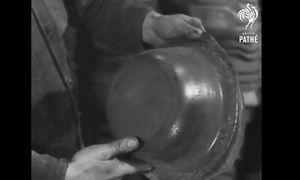 Xem người Đức tái chế mũ bảo hiểm trong quân đội