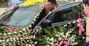 """Độc đáo chiếc xe dâu """"nhiều hoa nhất quả đất"""" của chú rể xứ Nghệ"""