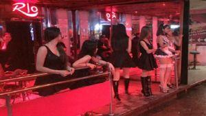 Phố đèn đỏ Thái Lan mở cửa trở lại với đồng phục đen