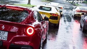Ferrari F12 Berlinetta vượt mặt Lamborghini, xém tông đuôi 488 GTB của Cường Đô La