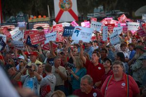 Ai ủng hộ Donald Trump?