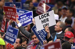 Lời đe dọa 'tống giam bà Clinton' và 'nền cộng hòa chuối'