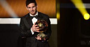13 kỉ lục thế giới được nắm giữ bởi Lionel Messi
