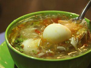Ngày mưa, rủ nhau đi ăn súp cua 23 năm tuổi ở Sài Gòn
