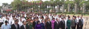 Lãnh đạo TP HCM thành kính dâng bánh tét cúng Vua Hùng