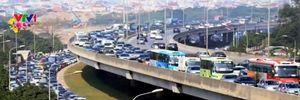 Ùn tắc giao thông tại Hà Nội và QL1 trong ngày đầu nghỉ Tết