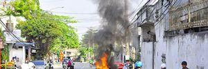 Đang đi chơi Tết, xe máy bất ngờ bốc cháy ở Bình Dương