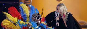 10 màn kết hợp kỳ lạ trên sân khấu Grammy