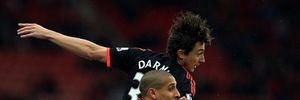 Van Gaal bất lực nhìn Man Utd bại trận trước đàn em