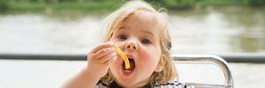 Mách mẹ cách bổ sung chất béo cho trẻ béo phì