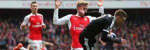 Vardy ăn vạ kiếm phạt đền cho Leicester