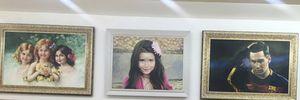 Ngỡ ngàng với khả năng vẽ tranh chân dung như thật tại một phòng tranh ở Hà Nội.
