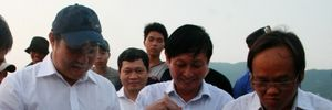 Chủ tịch Đà Nẵng ăn cá ngay tại cảng