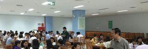 Công - viên chức Đà Nẵng sử dụng hải sản trong bữa cơm trưa