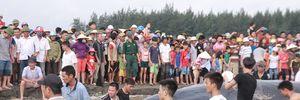 Hàng ngàn người tham gia giải cứu cá voi hơn 10 tấn mắc cạn ở bãi biển Nghệ An