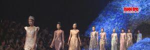 Váy do Hoàng Hải thiết kế bán từ thiện gần 1 tỉ đồng