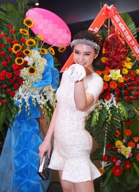 Những bức ảnh tố cáo vòng 3 giả tạo của Angela Phương Trinh
