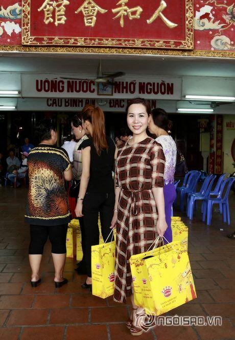 Nữ hoàng Doanh nhân Ngô Thị Kim Chi xot xa hoan canh cua cac nghe si gia neo don - Anh 1