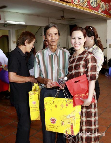 Nữ hoàng Doanh nhân Ngô Thị Kim Chi xot xa hoan canh cua cac nghe si gia neo don - Anh 2
