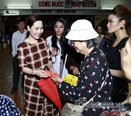 Nữ hoàng Doanh nhân Ngô Thị Kim Chi xot xa hoan canh cua cac nghe si gia neo don - Anh 3