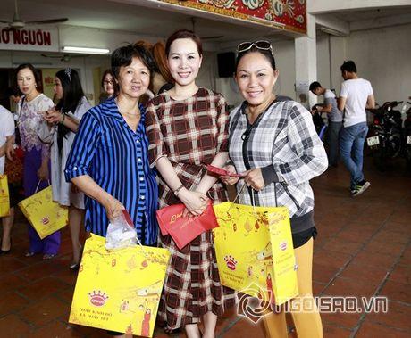 Nữ hoàng Doanh nhân Ngô Thị Kim Chi xot xa hoan canh cua cac nghe si gia neo don - Anh 4