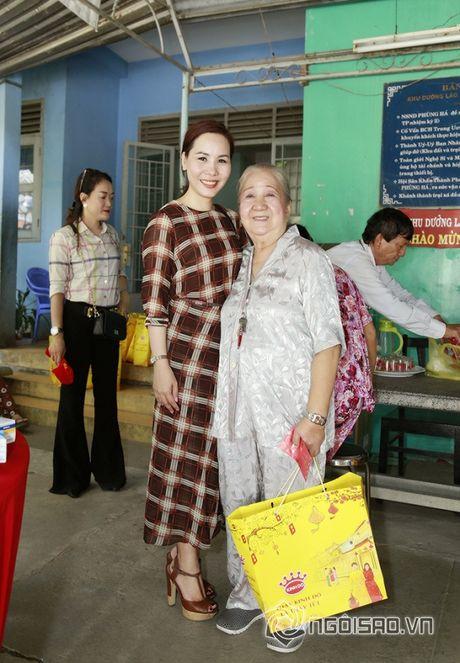 Nữ hoàng Doanh nhân Ngô Thị Kim Chi xot xa hoan canh cua cac nghe si gia neo don - Anh 5
