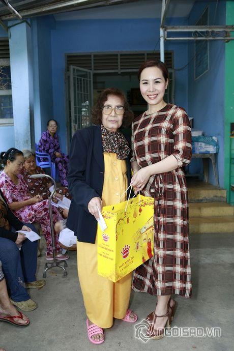 Nữ hoàng Doanh nhân Ngô Thị Kim Chi xot xa hoan canh cua cac nghe si gia neo don - Anh 6