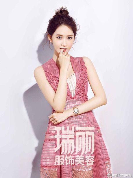 Yoon Ah khoe vẻ ngọt ngào, Hyeri nóng bỏng bất ngờ trên tạp chí
