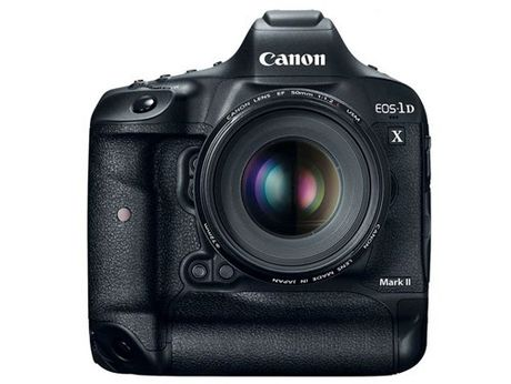 Soi máy ảnh canon EOS 1D X Mark II giá hơn 133 triệu đồng