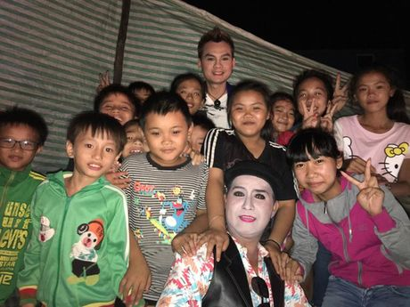 Kim Tiểu Long gom 'lộc', chia cho người nghèo