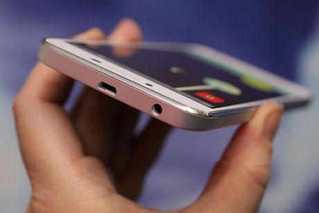 Tren tay Lenovo K5 Plus: Vo kim loai, gia hap dan - Anh 10