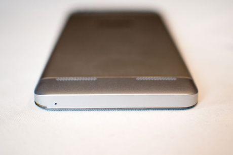 Tren tay Lenovo K5 Plus: Vo kim loai, gia hap dan - Anh 11