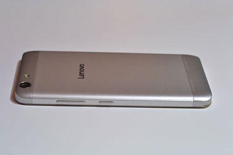 Tren tay Lenovo K5 Plus: Vo kim loai, gia hap dan - Anh 9