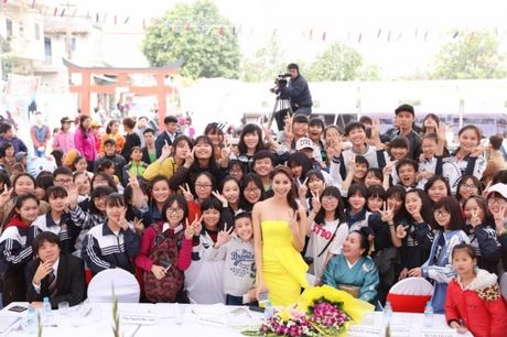 Pham Huong khien fan ngan ngo tai Le hoi van hoa Nhat Ban - Anh 10