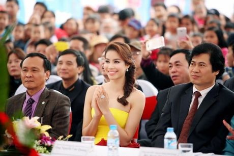 Pham Huong khien fan ngan ngo tai Le hoi van hoa Nhat Ban - Anh 1