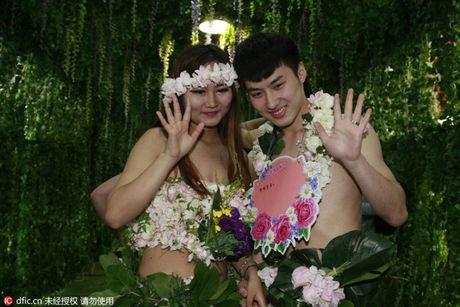 Choang vang voi dam cuoi kieu nguyen thuy nhu Adam - Eva - Anh 2