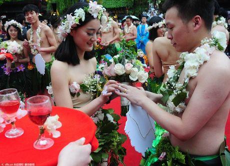 Choang vang voi dam cuoi kieu nguyen thuy nhu Adam - Eva - Anh 4