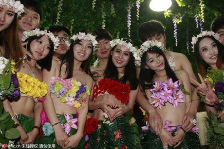 Choang vang voi dam cuoi kieu nguyen thuy nhu Adam - Eva - Anh 7