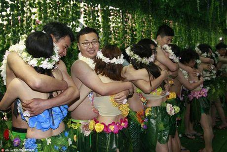 Choang vang voi dam cuoi kieu nguyen thuy nhu Adam - Eva - Anh 8