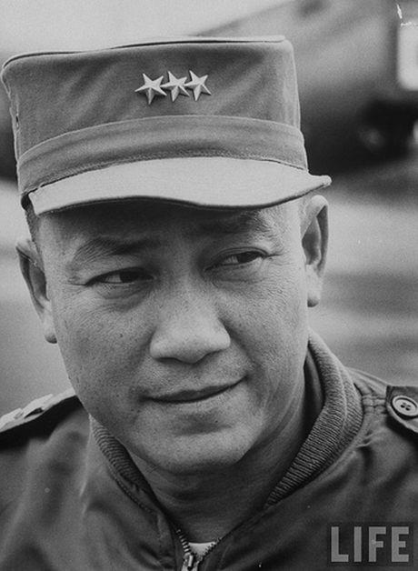 So phan 10 nhan vat quyen luc nhat Sai Gon sau 1975 - Anh 8
