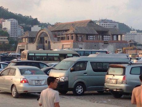Quang Ninh: Bai tam nem chat nguoi trong tuan le du lich Ha Long - Anh 4