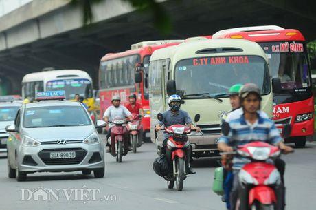 Người dân chen lấn, mệt mỏi sau những 'chuyến xe bão táp' về Thủ đô