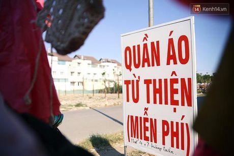Sau nhung mon do tri gia 2.000 dong, Sai Gon lai co 'cua hang' quan ao mien phi cho nguoi ngheo - Anh 1