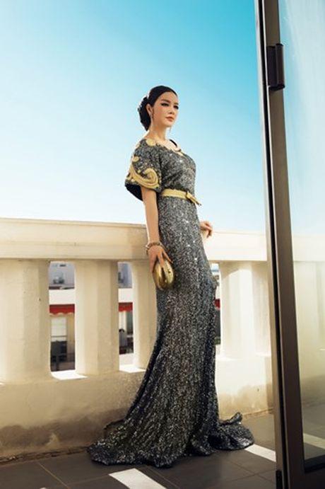Vay hang hieu cua Ly Nha Ky tren tham do Cannes co gi dac biet? - Anh 2